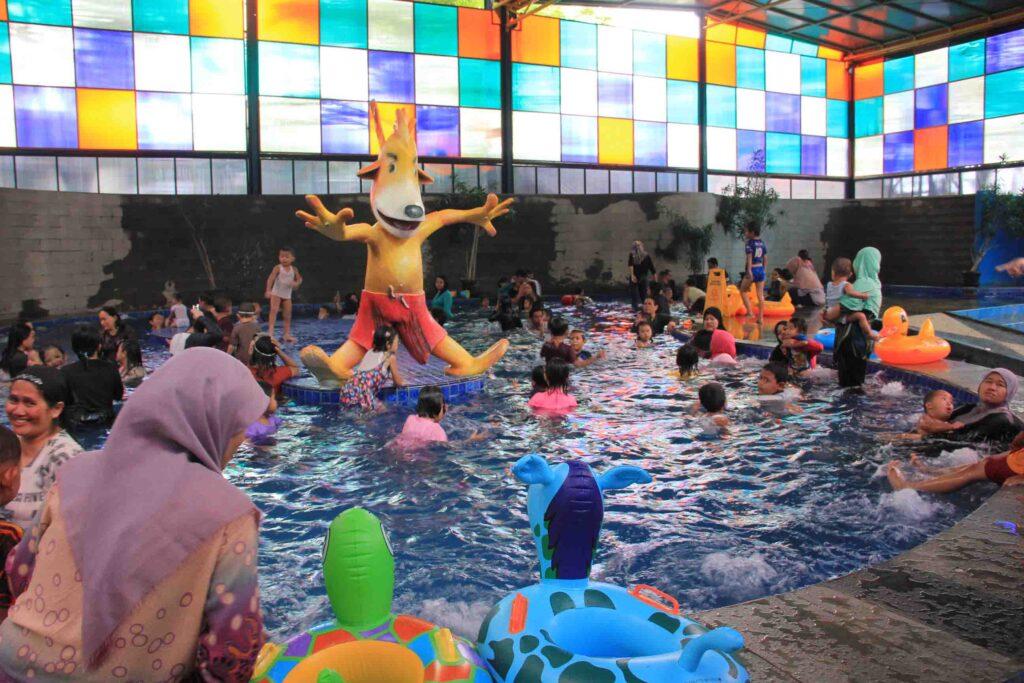 Wahana Kolam AIR Hangat The Jungle Waterpark Bogor