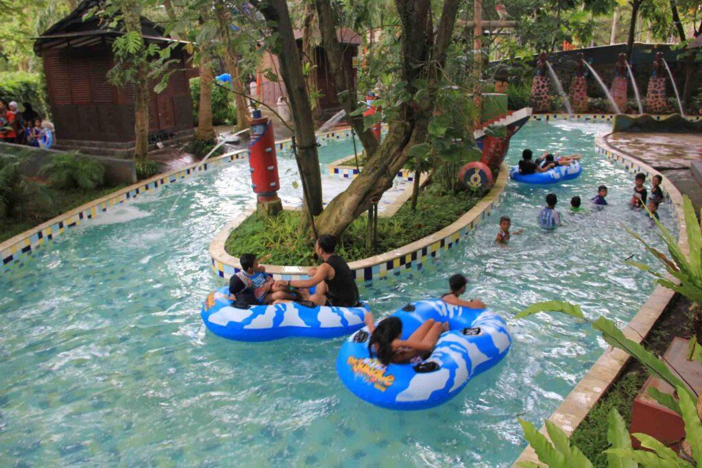Wahana Lazy River The Jungle Waterpark Bogor